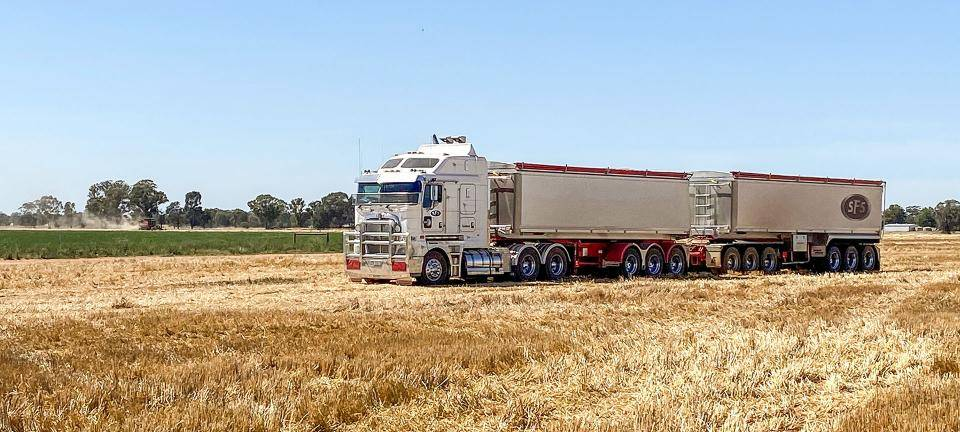 Berrigan Hay Logistics Lusty EMS Tipper Combination Grain Season
